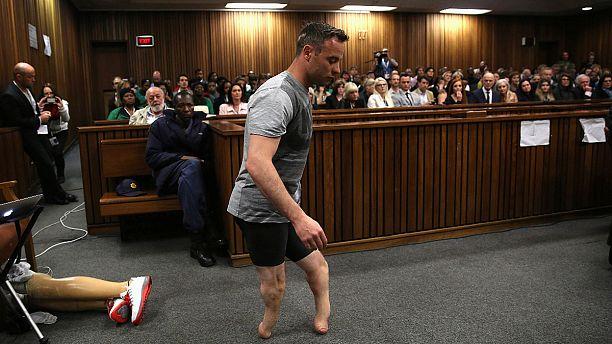 Pistorius removes prosthetic legs in court