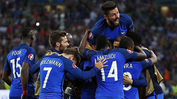 Euro 2016: Ev sahibi Fransa son dakikada güldü
