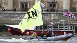"""Brexit: """"battaglia navale"""" fra attivisti pro e contro Bruxelles"""