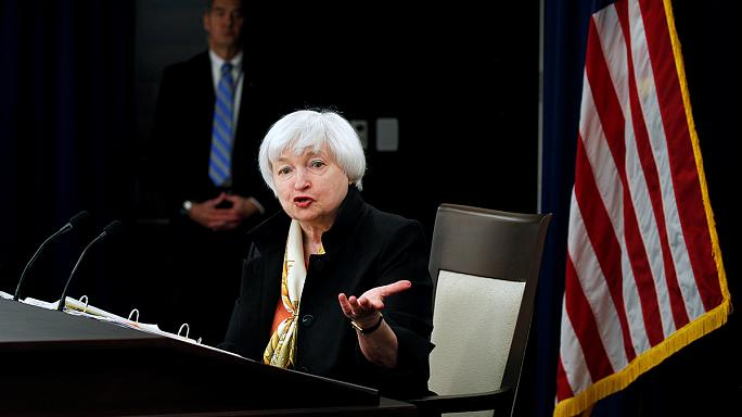 الاحتياطي الفيدرالي يبقي سعر الفائدة دون تغيير