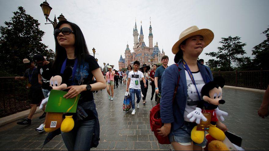 ديزني لاند شنغهاي تفتح أبواب قصورها لأول مرة في الصين