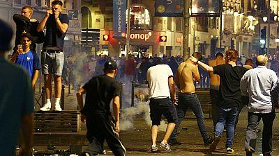 Euro 2016 : des heurts entre la police et des supporteurs éclatent à Lille