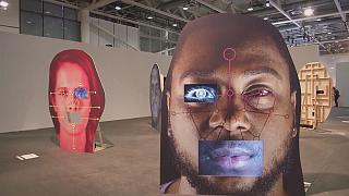 Sınırsız devasa tasarımlar Art Basel'de sergilenmeye başlandı