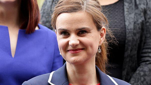 İngiliz kadın milletvekili JoCox öldürüldü
