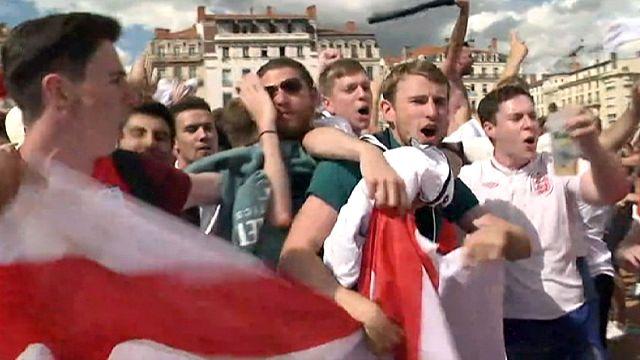 ابتهاج الإنكليز بفوز فريقهم أمام ويلز