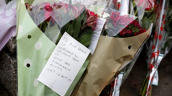 بريطانيا: مقتل البرلمانية جو كوكس يحول أجواء الاستفتاء إلى مأتم