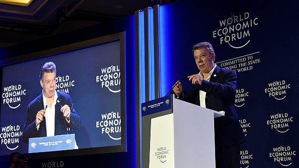 الرئيس الكولومبي يحذر من خطورة وقوع بلاده في فخ الحروب مرة أخرى