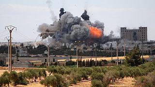 ده ها دیپلمات آمریکایی خواهان بمباران مواضع نیروهای دولتی سوریه شدند