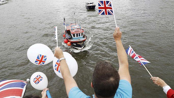 """Британия решает. Плохие и хорошие фанаты. Призыв """"Оксфам"""""""