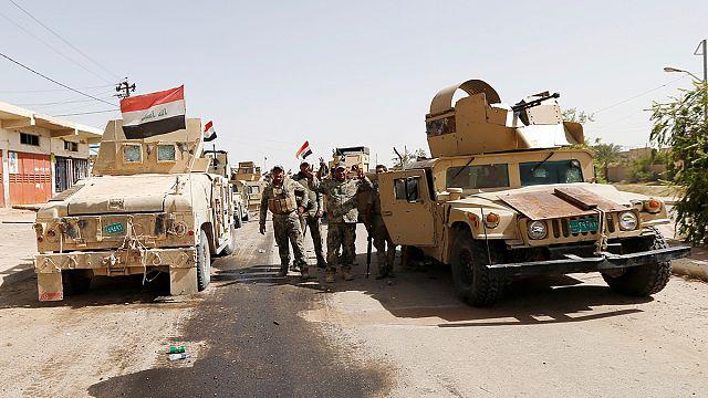 Армия Ирака водрузила флаг над городской администрацией Эль-Фаллуджи