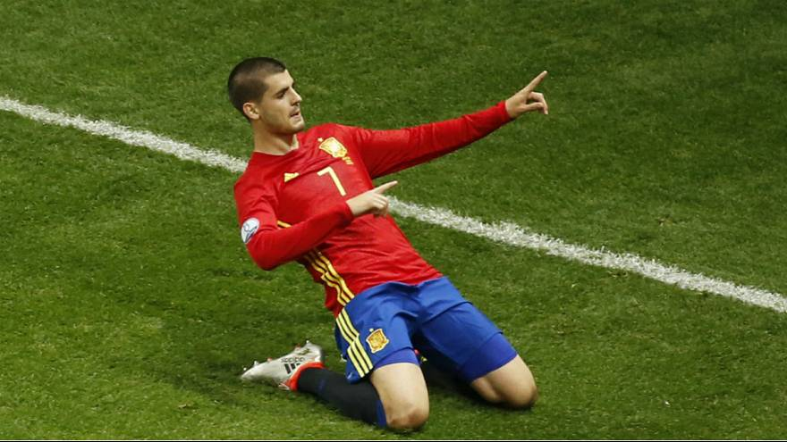 Euro 2016: Holders Spain and Italy join France in last 16 as Czech Republic score late on to prevent Croatia doing the same
