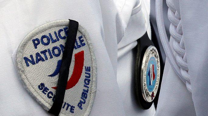 A francia rendőrgyilkosság ügyében bíróság előtt két gyanúsított