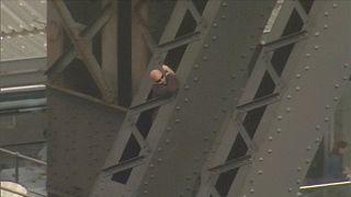 Un jeune homme arrêté après avoir grimpé dans un arc du Harbour Bridge