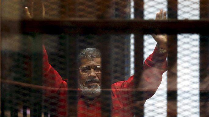 محكمة مصرية تقضي بالسجن 40 عاما على محمد مرسي في قضية التخابر مع قطر