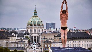 مسابقات شیرجه آزاد از روی سقف اپرای کپنهاگ