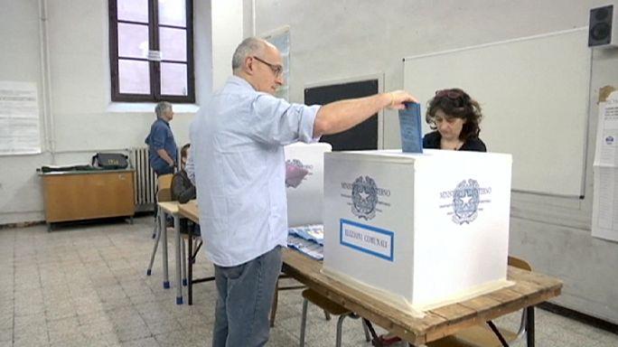 İtalya'da çekişmeli yerel seçimler