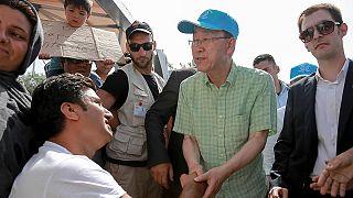 بان كي مون يدعو من اليونان إلى انهاء احتجاز المهاجرين
