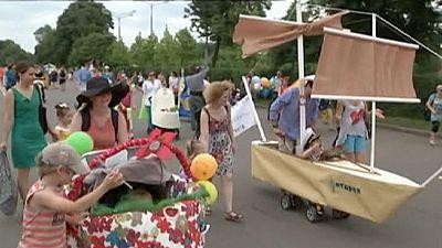 Kinderwagenparade in Moskau – nocomment
