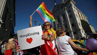 الآلاف يسيرون في استعراض للمثليين في البرتغال