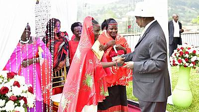 Ugandan bride gets gift of 10 cows from President Museveni