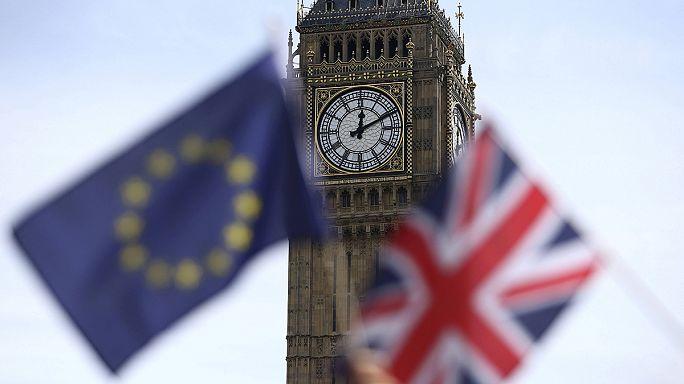 استئناف حملتي الاستفتاء بشأن عضوية بريطانيا في الاتحاد الاوروبي وتقدم طفيف لمؤيدي البقاء