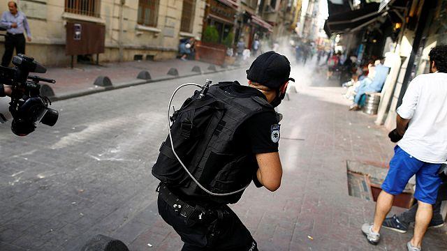 الشرطة التركية تفرق مسيرة للمثليين في اسطنبول