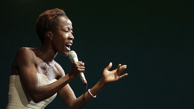 Malian singer Rokia Traore advocates for refugee rights through music