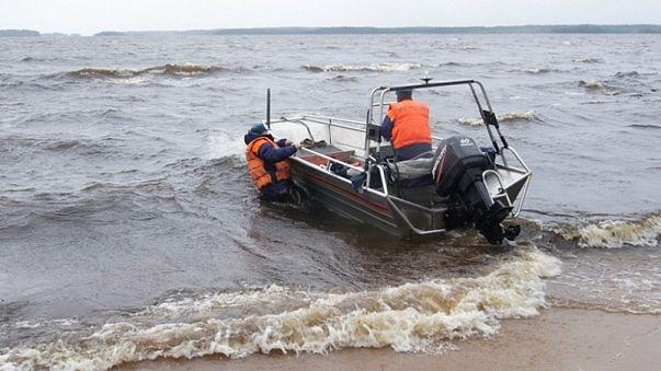 """Trauer nach Bootsunglück in Russland: """"Er steht nicht auf der Liste der Geretteten"""""""