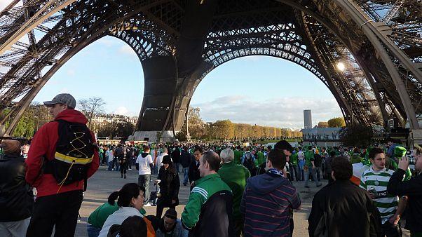 Euro 2016: «Τρελοί» Ιρλανδοί κάνουν... καντάδα και νανουρίζουν μωρό