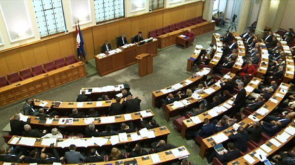 النواب الكروات يوافقون على حل البرلمان واجراء انتخابات تشريعية مبكرة