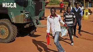 Des habitants désertent Bangui à la suite d'une prise d'otage de policiers