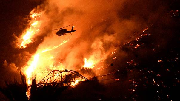 Bush fires rage amid brutal heatwave in southern California