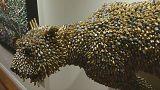 Artista colombiano Federico Uribe faz esculturas a partir de balas e canetas