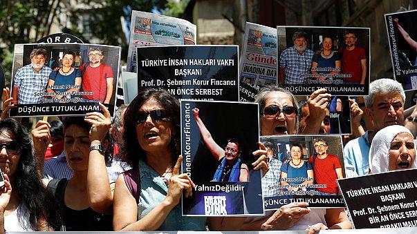 A sajtószabadságért tüntettek Isztambulban