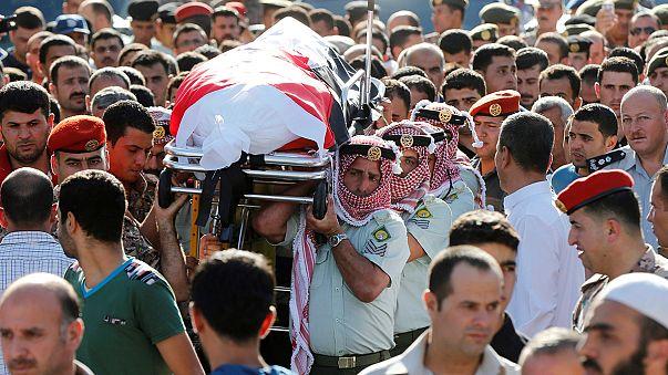 Giordania, funerali dei militari uccisi al confine con la Siria