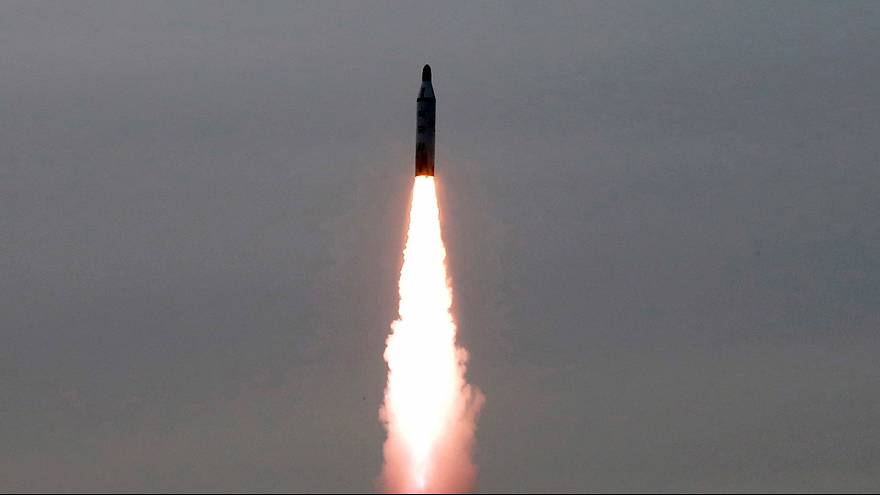 Corea del Norte lanza dos nuevos misiles de medio alcance