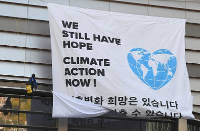 "Greenpeace activists display a big banner reading ""We still have hope, Climate action now!"" before the Intergovernmental Panel for Climate Change (IPCC) press conference of the in Incheon on Monday."