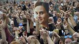 Великобритания отметила 42-летие Джо Кокс памятными церемониями