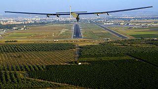Aterriza en Sevilla el primer avión que cruza el Atlántico alimentado por energia solar