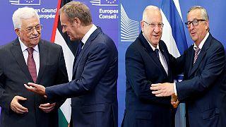 Presidentes israelita e palestiniano de costas voltadas em Bruxelas
