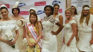 Concurso de trajes de novia hechos con papel de baño en Nueva York