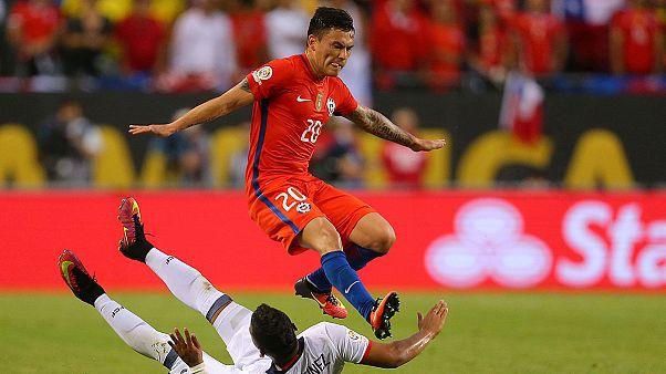 Calcio, Copa America: il Cile raggiunge l'Argentina in finale, battuta la Colombia