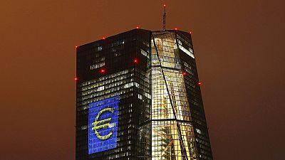 EZB refinanziert Banken günstiger – Athen: Bürger, holt eure Spargroschen aus der Matratze!