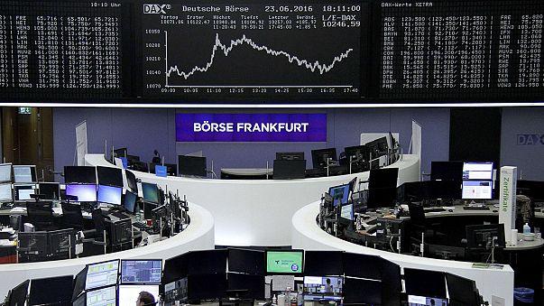 Las bolsas europeas cierran optimistas por un no 'Brexit' antes de saberse el resultado del referéndum