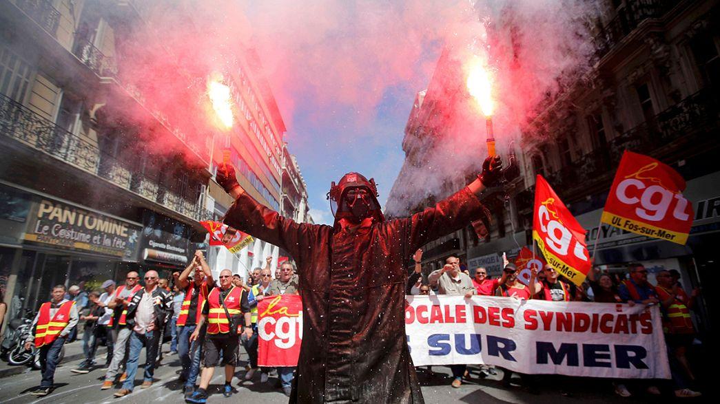 França: Milhares participam em protesto contra reforma da lei do trabalho