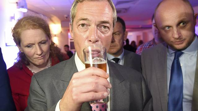 Fejhosszal vezetnek a Brexit-pártiak Nagy-Britanniában