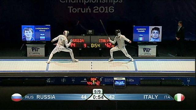 """Российские фехтовальщики выиграли два """"золота"""" на чемпионате Европы"""