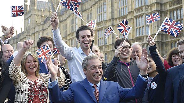 Brexit: Nigel Farage chiede un governo Brexit