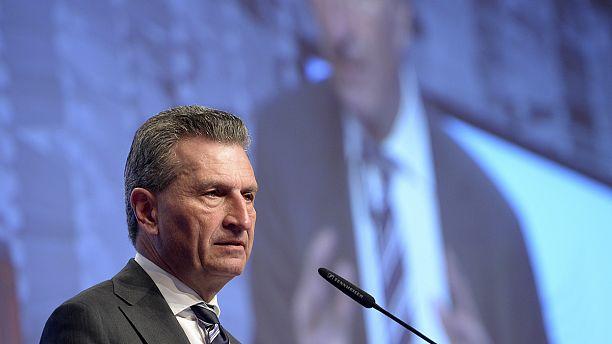 "David Cameron's ""unacceptable behaviour"" to blame over referendum defeat, Oettinger tells Euronews"