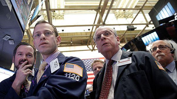 Wall Street: το ντόμινο συνεχίζεται, στο «κόκκινο» όλοι οι δείκτες